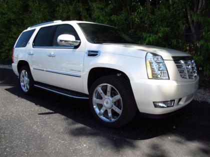 2013 CADILLAC ESCALADE HYBRID BASE - WHITE ON BEIGE