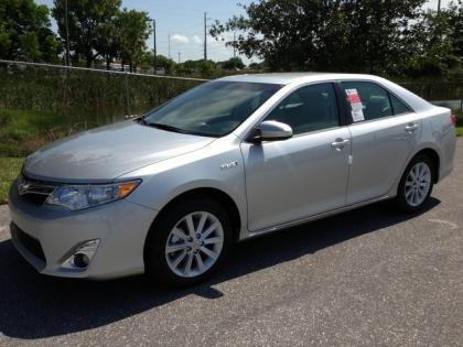 2013 TOYOTA CAMRY HYBRID XLE - SILVER ON GRAY