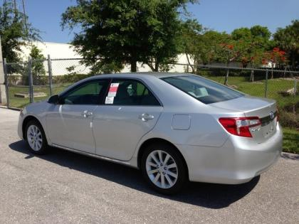 Export New 2013 TOYOTA CAMRY HYBRID XLE - SILVER ON GRAY