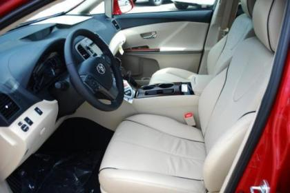 2013 TOYOTA VENZA LIMITED - RED ON BEIGE 3