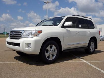 2013 TOYOTA LAND CRUISER V8 - WHITE ON BEIGE