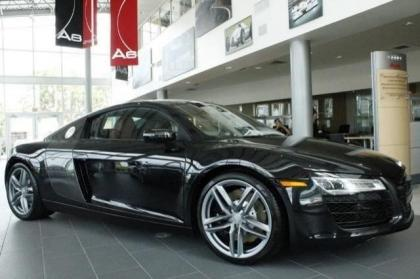 2014 AUDI R8 V8 - BLACK ON RED