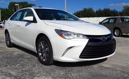 2015 TOYOTA CAMRY XLE - WHITE ON GRAY