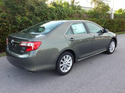 Export New 2012 TOYOTA CAMRY HYBRYD XLE - GREEN ON GREY