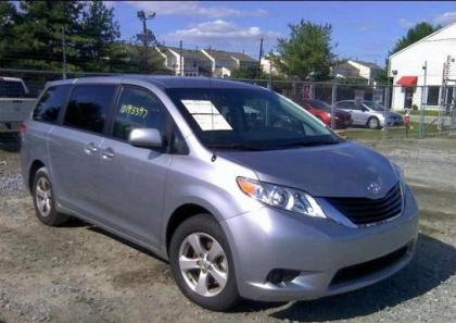 2012 TOYOTA SIENNA LE - SILVER ON GRAY