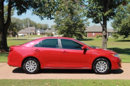 export   toyota camry hybryd xle red  grey