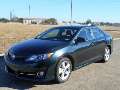 2014 TOYOTA CAMRY SE - BLACK ON BLACK