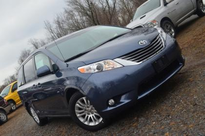 2014 TOYOTA SIENNA XLE - GRAY ON GRAY